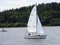 Sails with horizontal cut